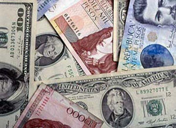 En ambas economías, el tipo de cambio es la variable de ajuste de un